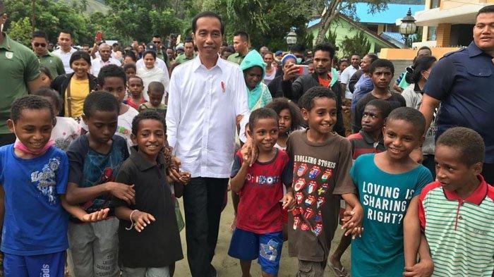 Kunjungi Sentani Jokowi Ajak Anak Anak Korban Banjir Ke Jakarta Geosiar